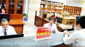 Các trí thức trẻ công tác tại Bộ phận một cửa ở Bộ Nội vụ