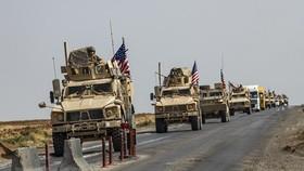 Đoàn xe quân sự Mỹ từ miền Bắc Iraq di chuyển qua thành phố Qamishli, miền Đông Bắc Syria ngày 26-10-2019. Nguồn: TTXVN