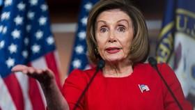 Chủ tịch Hạ viện Nancy Pelosi trong phiên họp báo. Ảnh: THE GUARDIAN