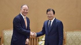 Phó Thủ tướng Trịnh Đình Dũng và ông Scott Kicker, Tổng Giám đốc Công ty Gen X Energy. Ảnh: VGP