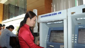 Khách hàng cần kiểm tra kỹ thông tin trước khi chuyển khoản. Ảnh: THÀNH TRÍ