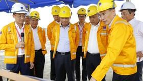 Lãnh đạo PV GAS giới thiệu dự án xây dựng kho cảng LNG Thị Vải