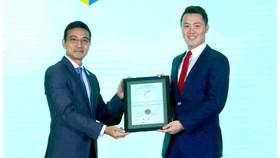 Ông Nguyễn Tấn Danh – Phó Chủ tịch HTQT kiêm Cố vấn điều hành nhận giải Top 10 BCTN tốt nhất 2019