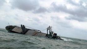 Vụ chìm tàu 9.000 tấn ở vùng biển Hà Tĩnh: Tập trung xử lý dầu loang