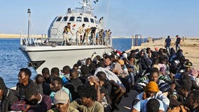 Libya cứu 200 người di cư trên biển