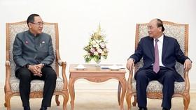 Thủ tướng Nguyễn Xuân Phúc và Đại sứ đặc mệnh toàn quyền Vương quốc Thái Lan tại Việt Nam, ông Tanee Sangrat. Ảnh: VGP