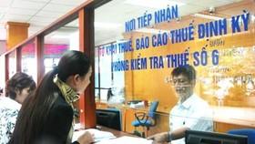 Được cưỡng chế nợ thuế bằng cách khấu trừ lương