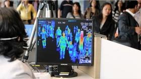 Sử dụng máy đo thân nhiệt từ xa tại các sân bay, cửa khẩu quốc tế để kịp thời phát hiện những người nhập cảnh có biểu hiện sốt