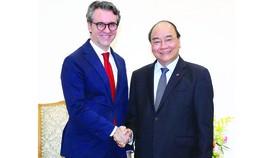 Thủ tướng Nguyễn Xuân Phúc tiếp Đại sứ, Trưởng Phái đoàn Liên minh châu Âu tại Việt Nam Pier Giorgio Aliberti. Ảnh: TTXVN