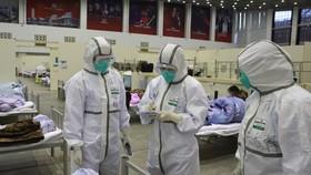 Ủy ban Y tế tỉnh Hồ Bắc cho biết, có thêm 14.840 ca nhiễm mới tại tỉnh này, nâng tổng số trường hợp được xác nhận nhiễm Covid-19 tại vùng tâm dịch này lên 48.206 người. Ảnh: REUTERS