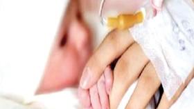 Bệnh nhân ung thư đầu tiên sinh con bằng trứng non để dành
