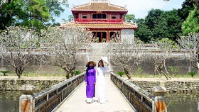 Mặc áo dài Việt Nam được miễn phí vé tham quan Di sản Huế trong dịp 8-3