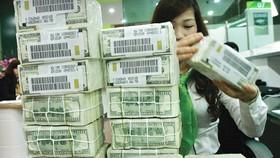 Giảm lãi suất hỗ trợ ngân hàng, doanh nghiệp