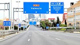 Đường phố Tây Ban Nha vắng vẻ trong mùa dịch Covid-19