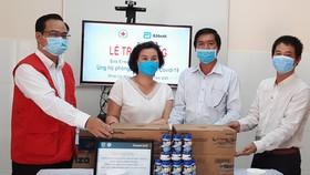 Cơ quan đại diện phía Nam - Hội Chữ thập đỏ Việt Nam tổ chức thăm và tặng đội ngũ y bác sĩ nơi tuyến đầu phòng, chống dịch Covid-19 tại huyện Cần Giờ