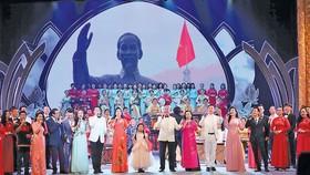 """Đài Truyền hình Việt Nam tổ chức chương trình nghệ thuật với chủ đề """"Dâng Người tiếng hát mùa xuân""""."""