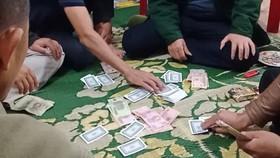 Xử lý chủ tịch UBND xã đánh bạc