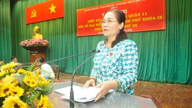 Chủ tịch HĐND TPHCM Nguyễn Thị Lệ  phát biểu tại hội nghị tiếp xúc cử tri quận 11. Ảnh: CAO THĂNG