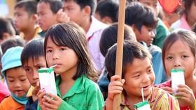 Chương trình sữa học đường: Trẻ diện hộ nghèo khó tiếp cận