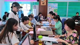 Sinh viên làm thủ tục nhập học tại Trường Công nghiệp thực phẩm TPHCM