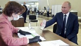 Tổng thống Nga Putin tham gia bỏ phiếu sửa đổi Hiến pháp. Nguồn: AP