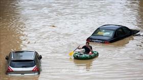 Cảnh ngập lụt sau những trận mưa lớn tại Khu tự trị dân tộc Choang Quảng Tây, Trung Quốc, ngày 11-7-2020. Ảnh: THX/TTXVN