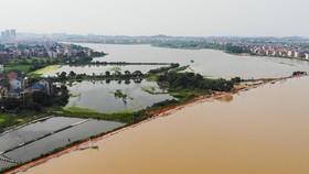 Nước sông tràn bờ do mưa lớn tại tỉnh Giang Tây, Trung Quốc. Ảnh: THX/TTXVN