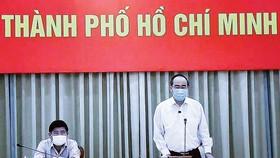 Bí thư Thành ủy TPHCM Nguyễn Thiện Nhân phát biểu tại cuộc họp trực tuyến. Ảnh: TTXVN