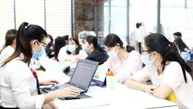 Thí sinh đăng ký xét tuyển bằng điểm học bạ THPT vào Trường ĐH Kinh tế Tài chính TPHCM