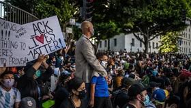 Một cuộc biểu tình vì quyền lợi của người da màu tại thành phố Los Angeles, bang California, Mỹ. Ảnh: NY Times