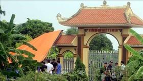 Lực lượng chức năng của tỉnh Thái Bình khám nghiệm hiện trường. Ảnh: TTXVN
