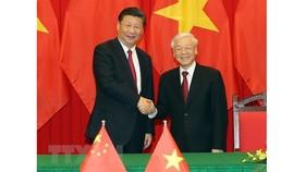 Tổng Bí thư, Chủ tịch nước Nguyễn Phú Trọng (phải) và Tổng Bí thư, Chủ tịch nước Trung Quốc Tập Cận Bình. Ảnh: TTXVN