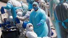 Tổ chức Y tế Thế giới (WHO) cảnh báo thế giới đang bước vào một giai đoạn khó khăn khi ước tính sẽ có khoảng 10% dân số toàn cầu mắc Covid-19. Ảnh: REUTERS