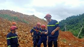 Lực lượng chức năng đang tích cực tìm kiếm các nạn nhân vụ  sạt lở kinh hoàng tại dự án thủy điện Rào Trăng 3