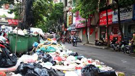Hà Nội: Làm rõ trách nhiệm để xảy ra ùn ứ rác thải