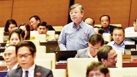 Đại biểu Trương Trọng Nghĩa phát biểu chiều 3-11. Ảnh: QUANG PHÚC