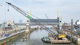 Công trình ngăn triều Tân Thuận giúp giảm ngập, có tính yếu tố BĐKH. Ảnh: CAO THĂNG