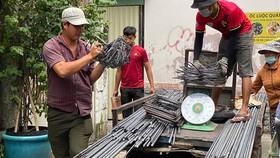 Giao thép đến một công trình xây dựng  trên đường Trần Văn Đang, quận 3, TPHCM. Ảnh: CAO THĂNG