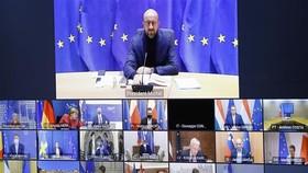 Chủ tịch Hội đồng châu Âu Charles Michel (trên) chủ trì Hội nghị trực tuyến Hội đồng châu Âu tại Brussels, Bỉ. Nguồn: TTXVN