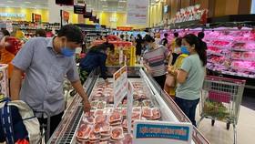 Đa dạng mặt hàng thực phẩm phục vụ tết tại siêu thị Aeon Tân Phú, TPHCM. Ảnh: CAO THĂNG