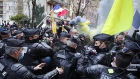 Bạo loạn tại Pháp, 3 cảnh sát thiệt mạng