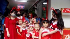 """Các bé biểu diễn tại chương trình """"Đêm Giáng sinh yêu thương"""""""