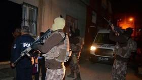 Lực lượng đặc nhiệm truy quét các phần tử IS ở Adana, Thổ Nhĩ Kỳ. Nguồn: TTXVN