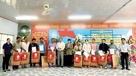 Công ty TNHH MTV Xổ số kiến thiết tỉnh Đồng Tháp trao nhà tình thương cho hộ nghèo gặp khó khăn về nhà ở