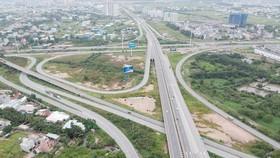 Hệ thống giao thông liên hoàn kết nối  cao tốc TPHCM - Long Thành - Dầu Giây vào đường Vành đai 2 - Mai Chí Thọ. Ảnh: CAO THĂNG