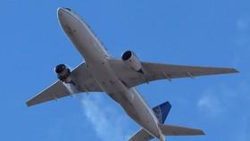 Máy bay Boeing 777-200 bị vỡ động cơ hôm 21-2. Ảnh: REUTERS