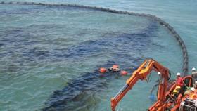 Israel đóng cửa bãi biển Địa Trung Hải do sự cố tràn dầu