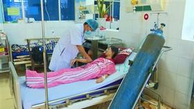 Quảng Bình: 3 học sinh nhập viện vì thổi kẹo bong bóng
