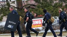 Cảnh sát tại hiện trường vụ xả súng. Ảnh: REUTERS