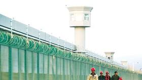 Một trong những Trung tâm đào tạo nghề tại Tân Cương,  nơi phương Tây cáo buộc Trung Quốc giam giữ người Duy Ngô Nhĩ